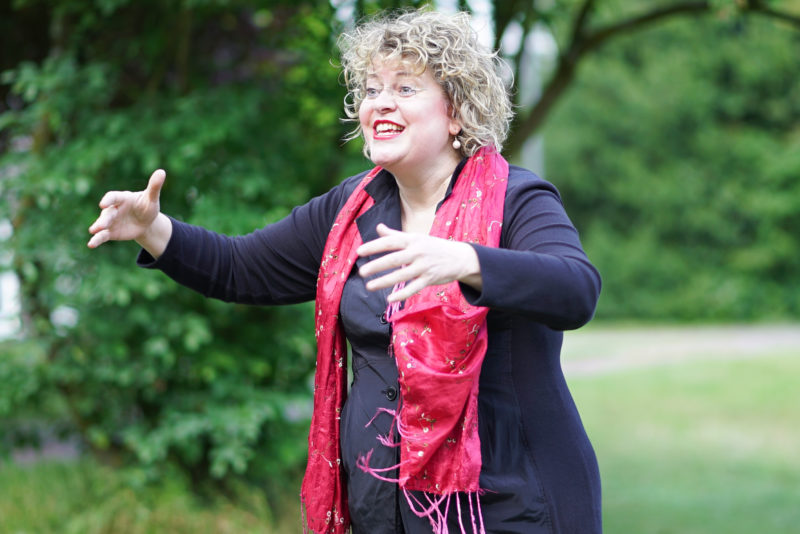 Chorleiterin Annett Hermes
